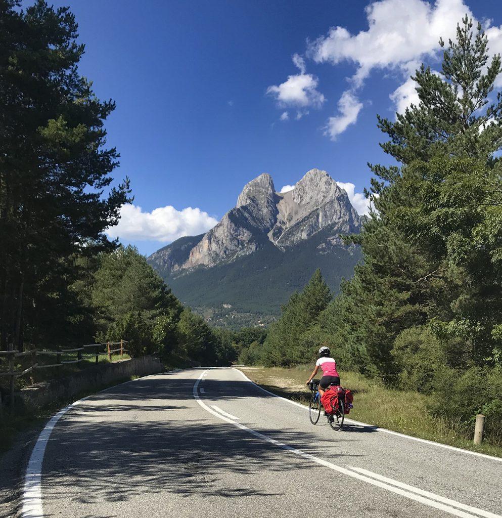 Viaggiare in Catalunya in bici: il Pedraforca, montagna iconica della Catalunya