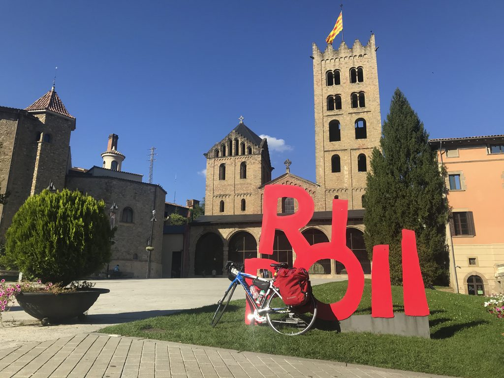 Viaggiare in Catalunya in bici: l'arrivo a Ripoll